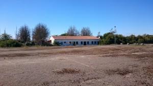 Ancien camping abandonné de l'île de Ré - Le terrain de sport