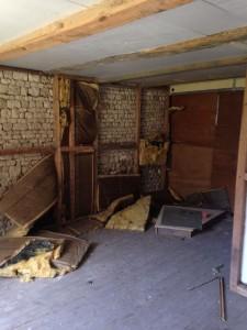 La ferme : travaux d'isolation interrompus avant la fin