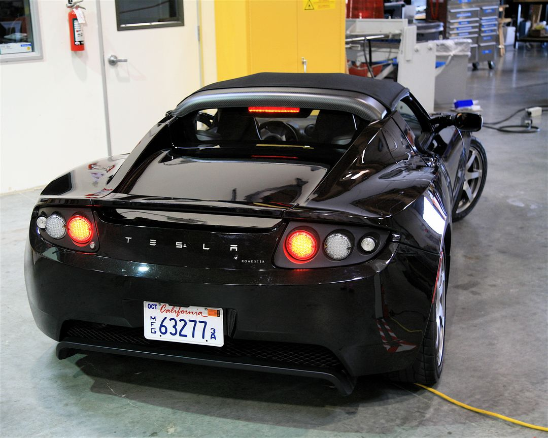 "Tesla Roadster en 2007 (photo par Steve Jurvetson diffusée sous le titre ""Tesla Inside"" sur Flickr en licence Creative Commons https://creativecommons.org/licenses/by/2.0/)"