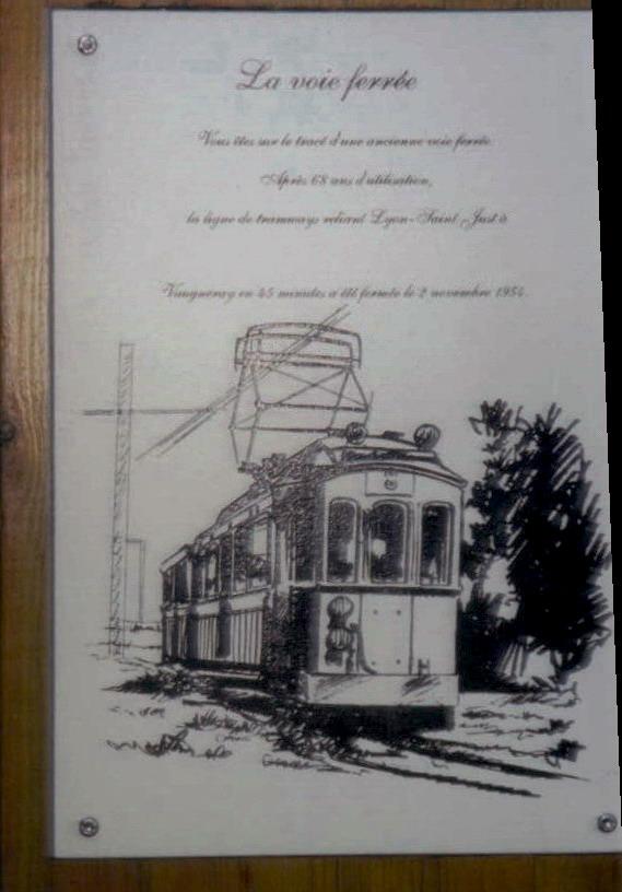 En juin 2002, panneau souvenir du passage de la voie ferrée d'intérêt local FOL depuis Lyon Saint-Just vers Mornant ou Vaugneray à Francheville (Bel-Air). Vue rapprochée. La découverte du FOL