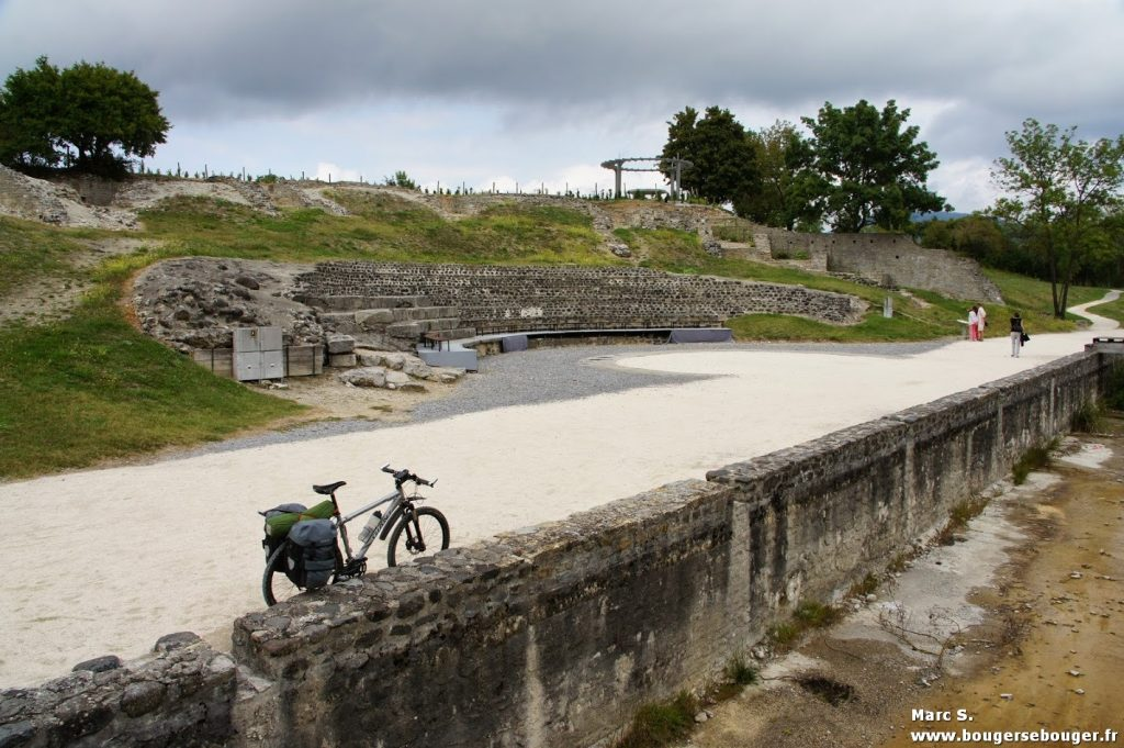 VTT équipé pour la randonnée (rando vélo plateau sud-ardéchois et vallée du Rhône drômoise, 2013)