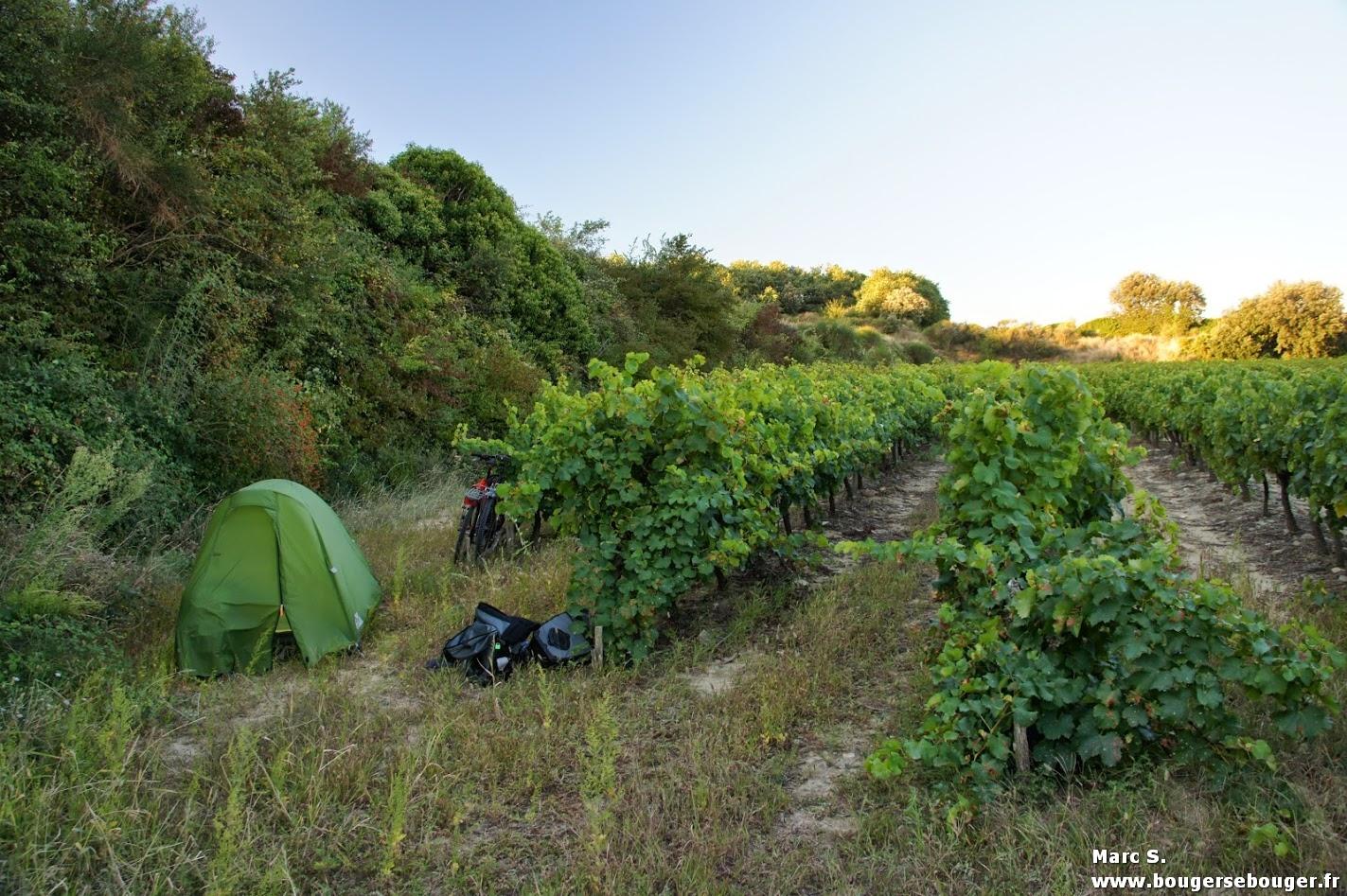 """Camping dit """"sauvage"""" en Ardèche en 2013. ça reste du camping... Suite de la rando : Labeaume, Ruoms, Alba-la-Romaine, Le Teil, Valence et la vallée du Rhône."""