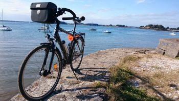 VTC équipé pour la rando vélo en Bretagne en 2016 : sacoche guidon, écarteur de danger, cintre papillon, porte-bagage prêt pour les sacoches arrière...
