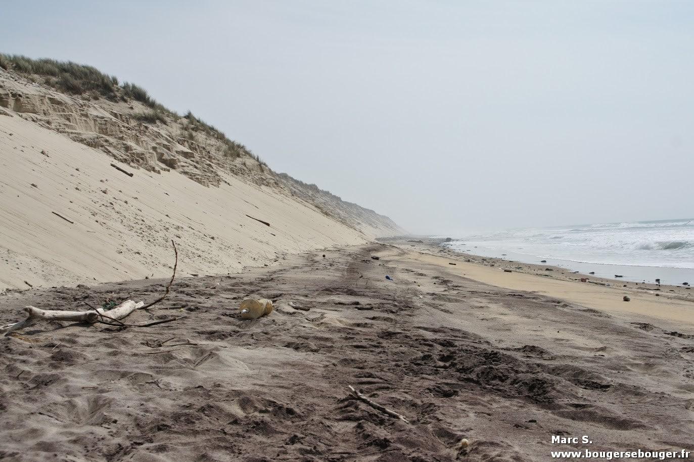 Lors d'une rando vélo entre Charentes, Saintonge et Médoc, la dune du Crohot des Cavalles ravagée par les tempêtes de l'hiver 2013/2014, à proximité du domaine départemental de sports et de loisirs de Bombannes.