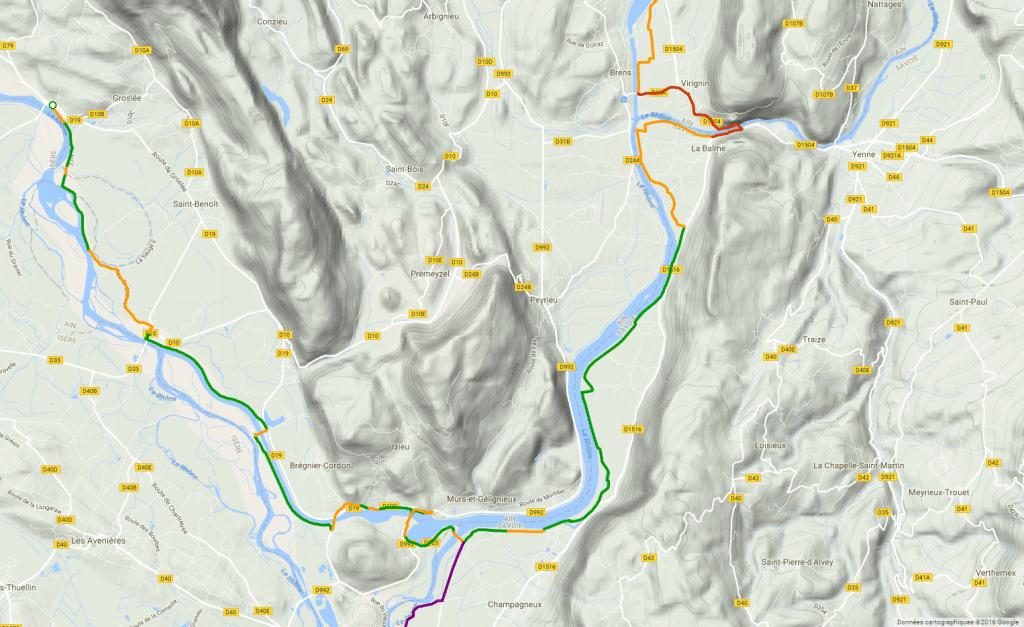 Parcours de la ViaRhôna/EuroVelo17 dans les environs de Virignin. On voit la portion en rouge. Avant que la passerelle permette vers 2019/2020 de couper tout droit par la rive gauche, vous pouvez emprunter la rive droite, soit par le chemin de halage, soit par l'ancienne voie ferrée accessible au sud de Peyrieu (capture d'écran du site officiel de la ViaRhôna- rando vélo d'Aix-les-Bains à Lyon)